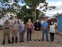 Foto do Juiz Perilo  com equipe Bombeiros Tenente Jean e Secretaria de Cultura de Lagoa Seca